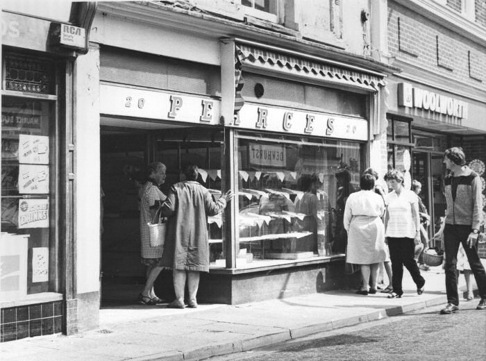 Old photos of woodley and romsey 1 for Cafe le jardin bell lane london