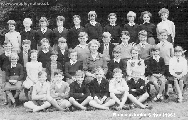 Romsey Junior School Photo